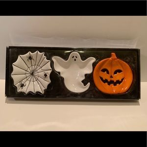 NWT SET OF 3 HALLOWEEN CERAMIC CANDY DISHES.
